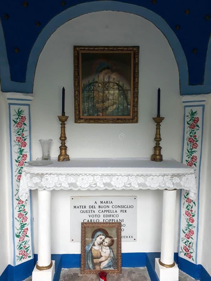 Wenig verzierte Kapelle lizenzfreies stockfoto