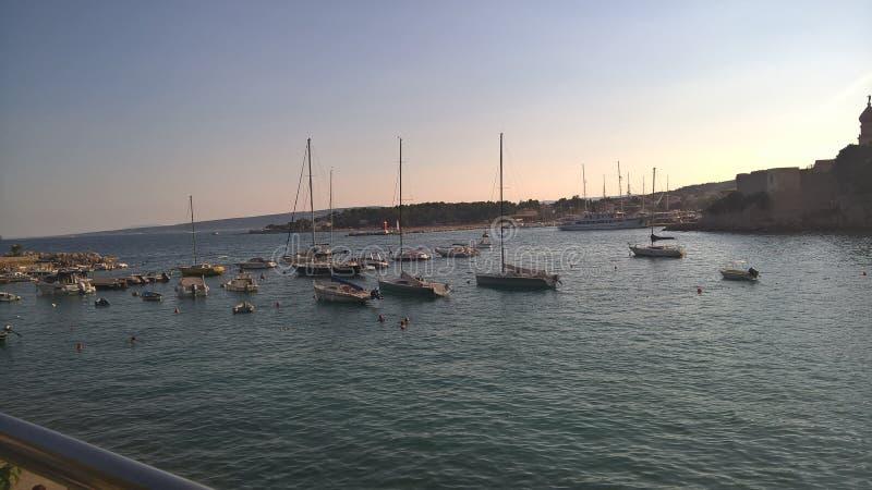 Wenige Schiffe in Kroatien stockfotografie