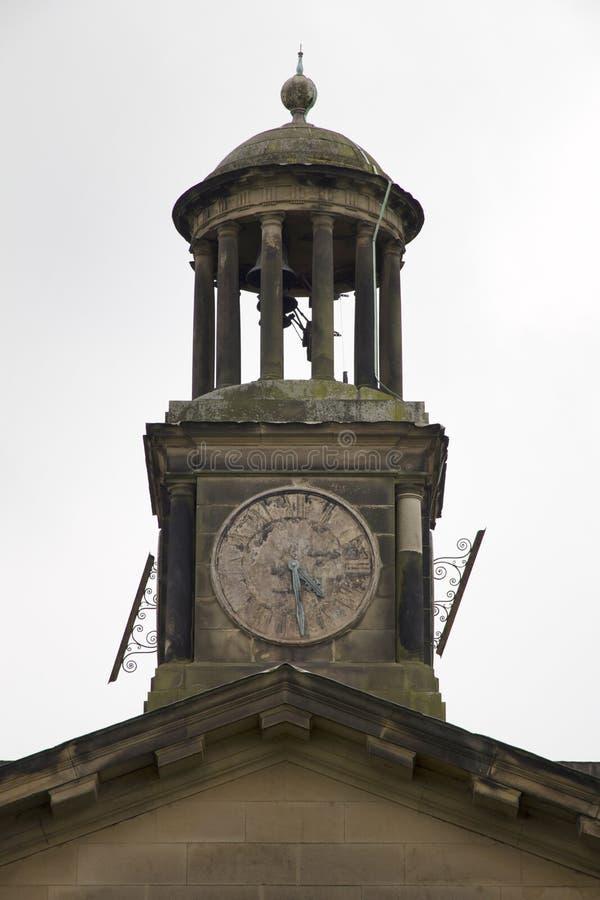 WENTWORTH, Regno Unito - 1° giugno 2018 La torre di orologio dalla casa signorile di Wentworth Woodhouse, originalmente una casa  fotografia stock