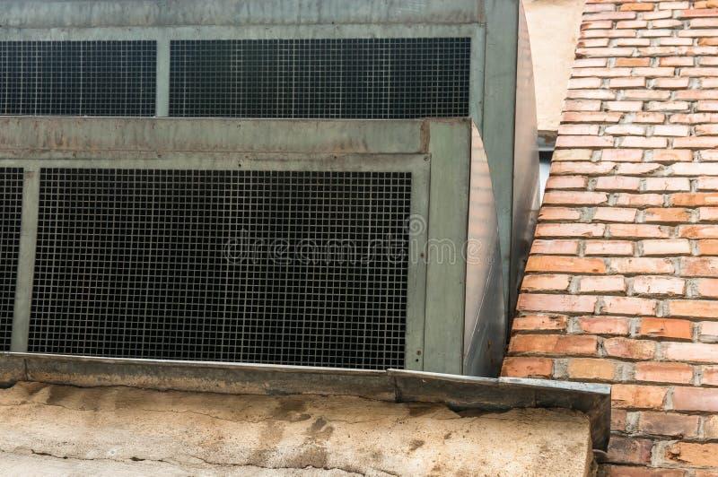 Wentylaci fan zakończenie up strzelał na starym budynku obrazy stock