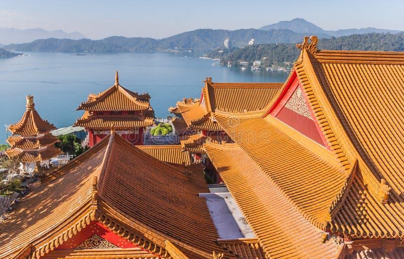 Wenwu tempel på solmåne sjön, Taiwan royaltyfri bild
