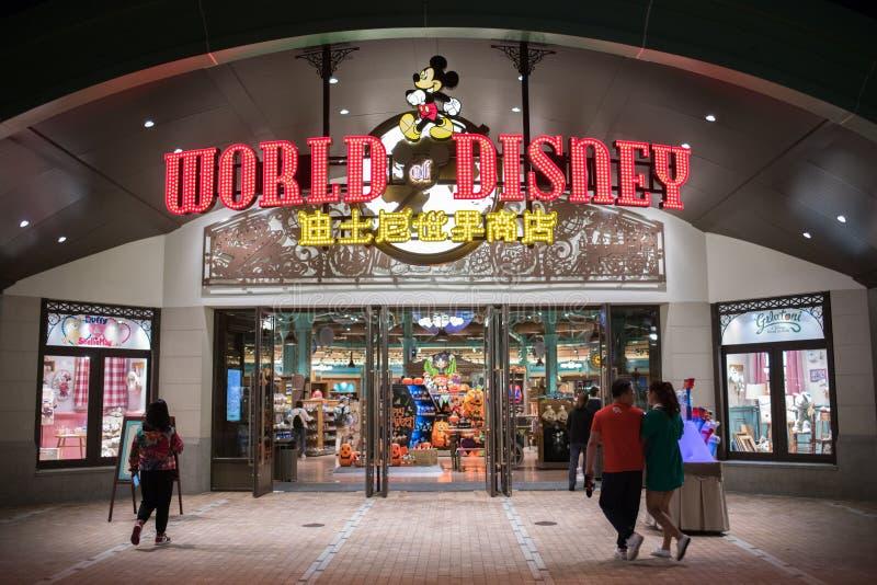 Wereld van Disney-opslag in Shanghai Disneyland in Shanghai, China stock afbeelding