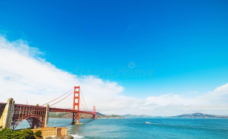 Wereldberoemd Golden gate bridge in San Francisco stock foto's