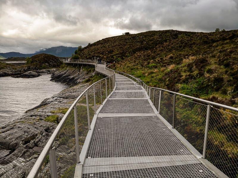 Wereldberoemde Atlantische wegbrug Atlanterhavsvegen in Noorwegen Europa stock fotografie
