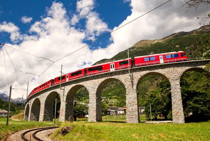 Wereldberoemde Zwitserse trein royalty-vrije stock afbeeldingen