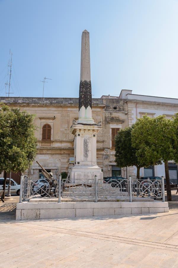 Download Wereldoorlog IIgedenkteken In Alberobello Stock Afbeelding - Afbeelding bestaande uit herdenkings, architectuur: 107703083