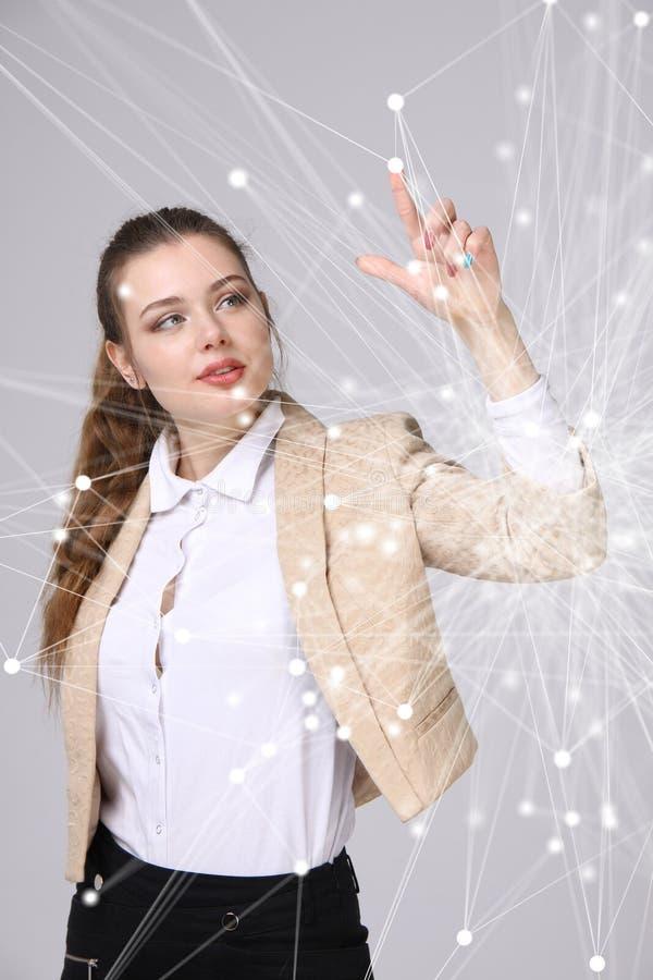 Wereldwijd netwerk of draadloos Internet-verbindings futuristisch concept Vrouw die met verbonden punten werken stock afbeeldingen