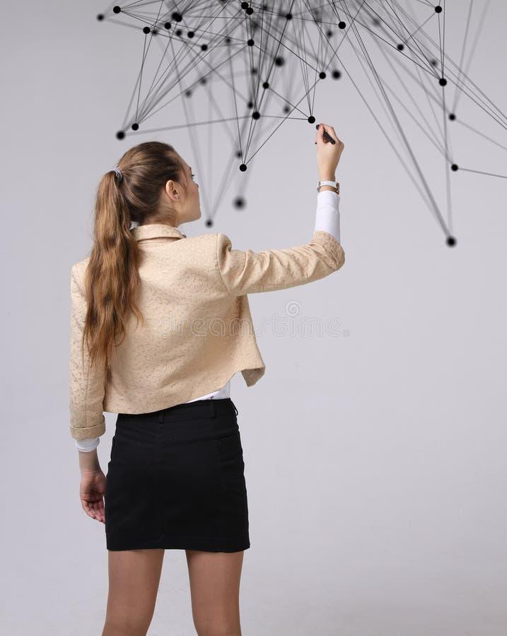 Wereldwijd netwerk of draadloos Internet-verbindings futuristisch concept Vrouw die met verbonden punten werken stock foto's