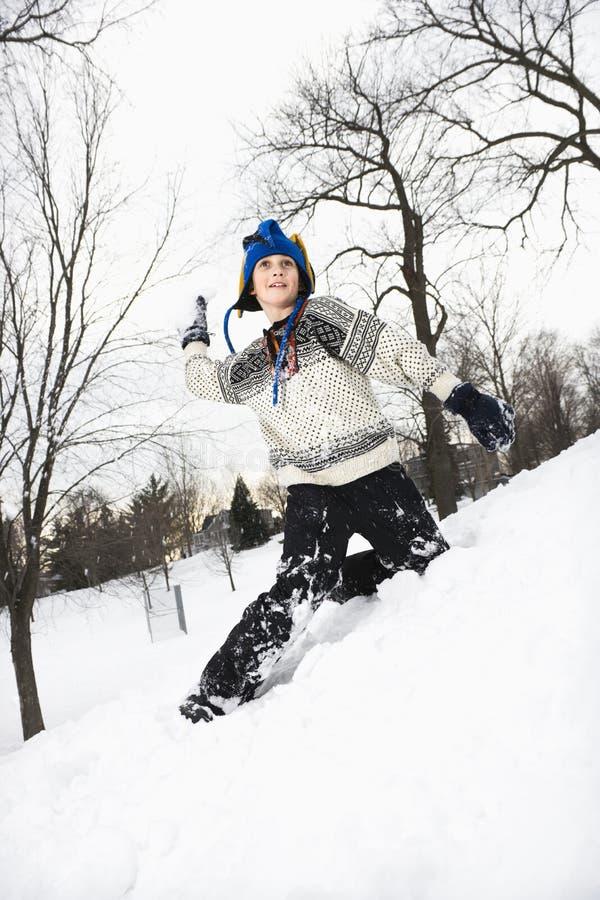 Werfender Schnee des Jungen. stockfotos