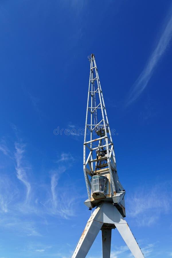 Werftkran, der auf den Himmel zeigt lizenzfreies stockbild