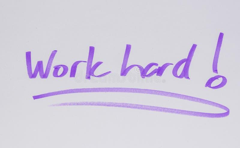 Werk hard! Motiviteitsbericht, met de hand getrokken stock afbeelding