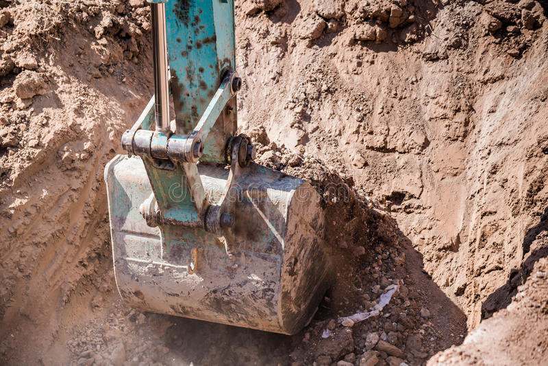 Werkend Graafwerktuig Tractor Digging een Geul royalty-vrije stock fotografie