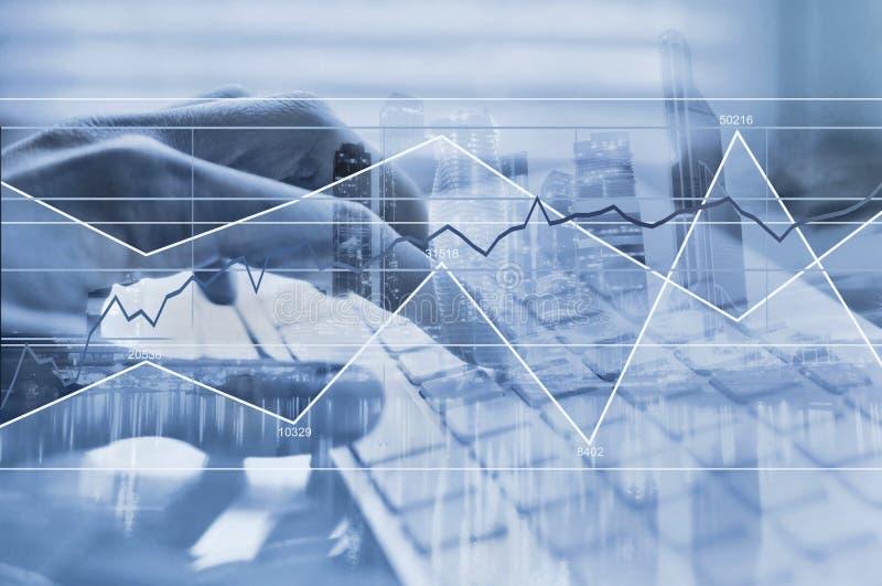 Werkend met grote gegevens, het concept van computerberekeningen, bedrijfsanalyse royalty-vrije stock foto