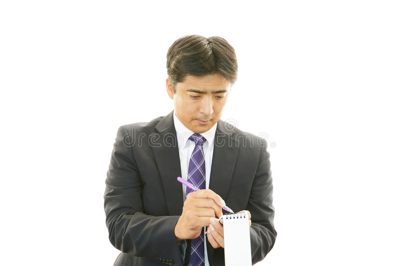 Werkende Aziatische zakenman stock foto's