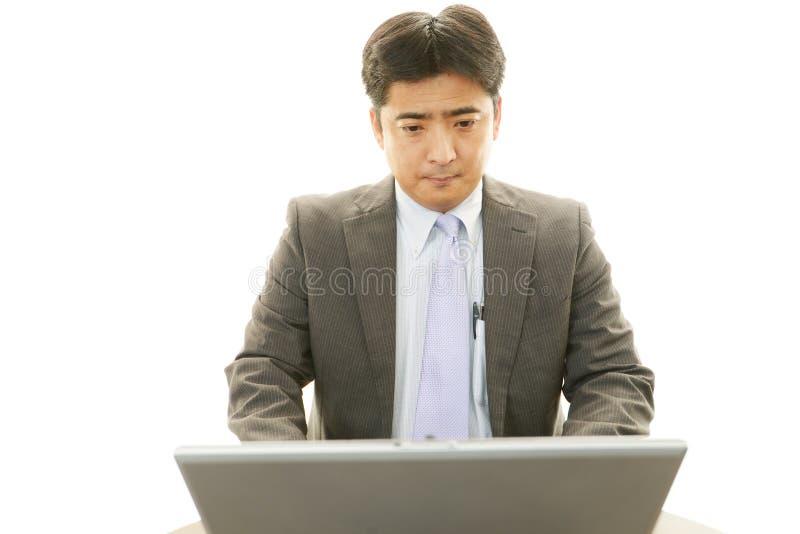 Werkende Aziatische zakenman royalty-vrije stock fotografie