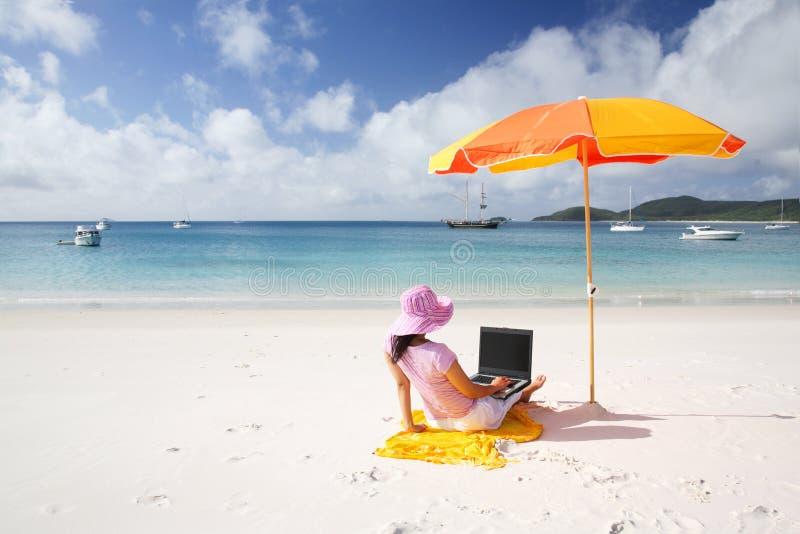 Werkende Vrouw bij Pinksteren stock foto's