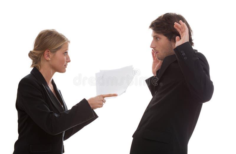 Werkgever boos met zijn werknemer stock afbeeldingen