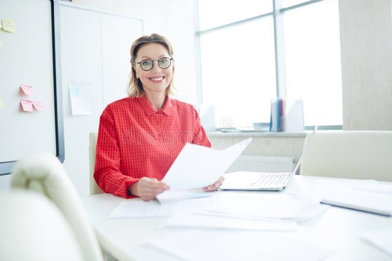 Werkgever door werkplaats royalty-vrije stock afbeelding