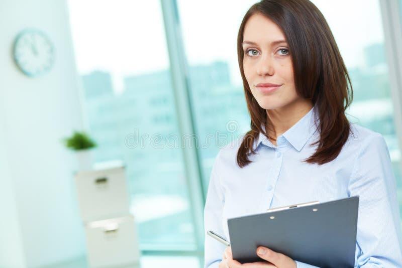 Werknemer in bureau royalty-vrije stock afbeelding
