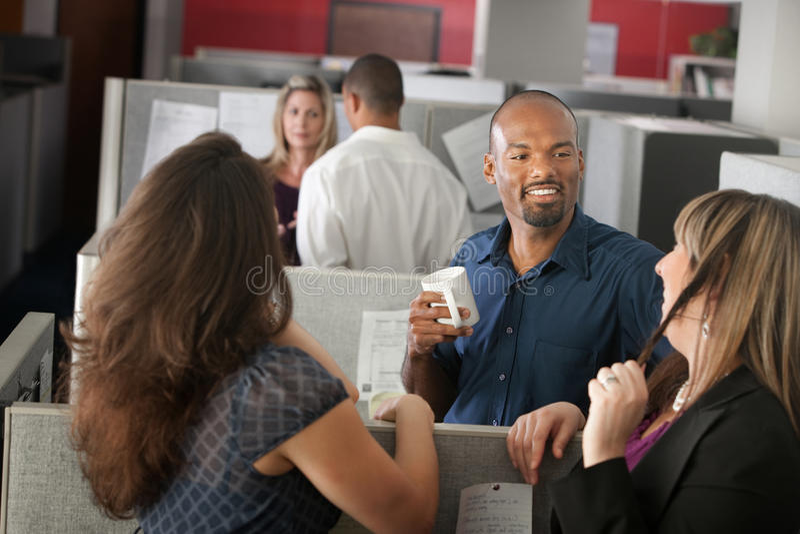 Werknemers die van Onderbreking genieten stock afbeeldingen