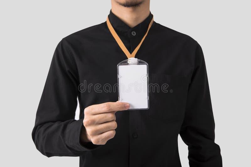 Werknemershand die de lege identiteitskaart-houder van het kaartkenteken voor model tonen royalty-vrije stock afbeeldingen