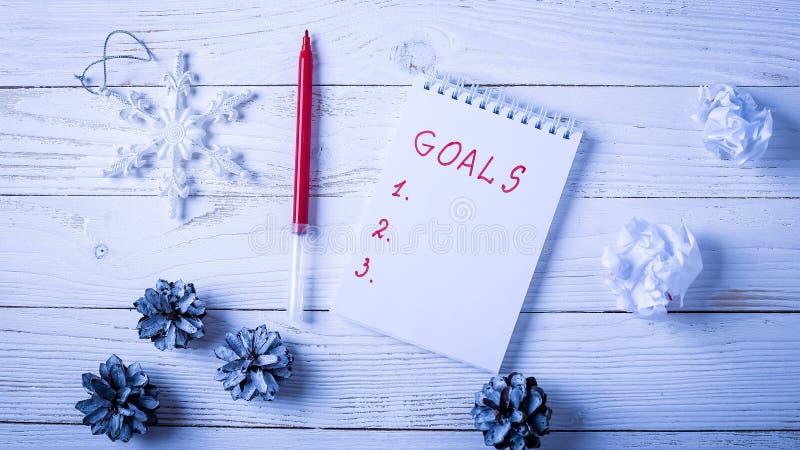 Download Werkplaats Met Een Agenda, Decoratie En Giften Nieuwjaar` S Lijst O Stock Afbeelding - Afbeelding bestaande uit idee, activiteit: 107702381