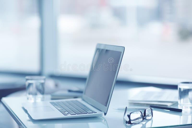 Werkplaats met laptop royalty-vrije stock afbeeldingen
