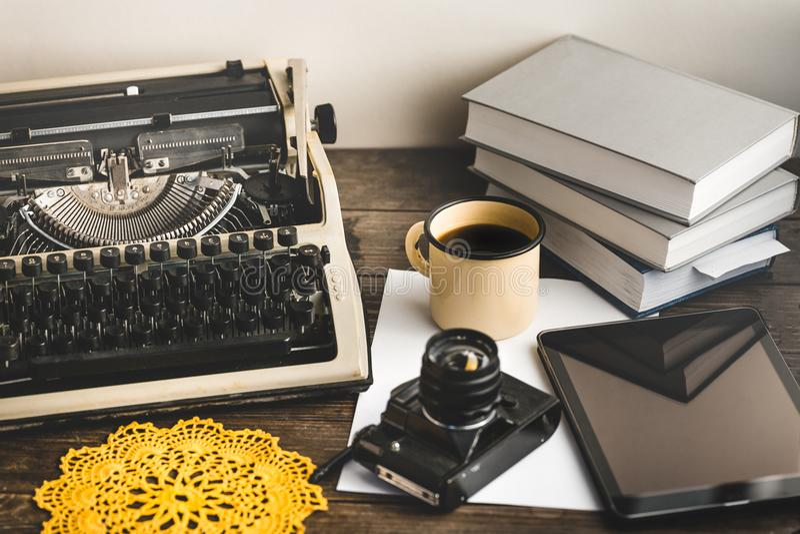 Werkplaats van een Journalist, Schrijver, Blogger Creatieve Studioauteur Concept royalty-vrije stock foto