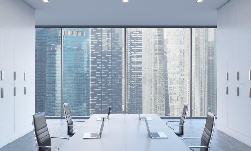 Werkplaatsen of conferentiegebied in een helder modern open plekbureau Witte die lijsten door moderne laptops en zwarte stoelen w vector illustratie