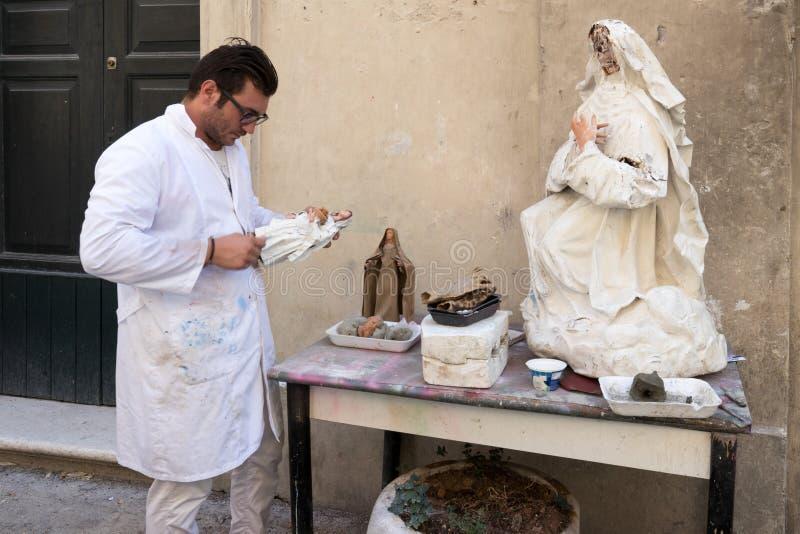 Werkruimte voor heilige beeldhouw in Lecce stock afbeelding