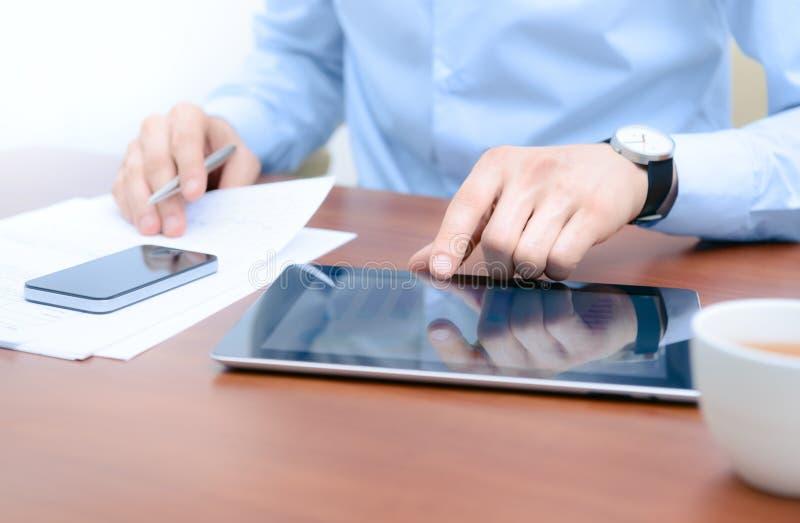 Werkschema met Appel Ipad en Iphone stock afbeelding