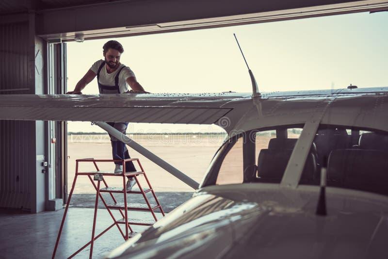 Werktuigkundige en vliegtuigen royalty-vrije stock foto's