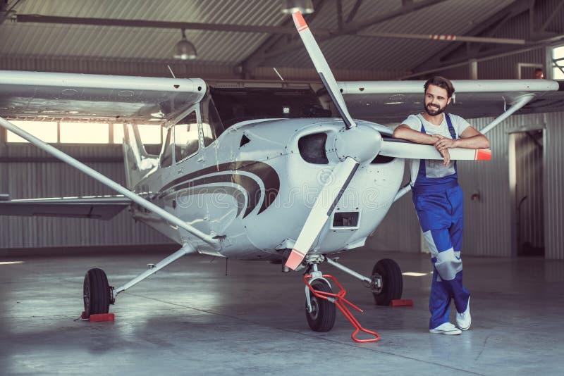Werktuigkundige en vliegtuigen royalty-vrije stock fotografie