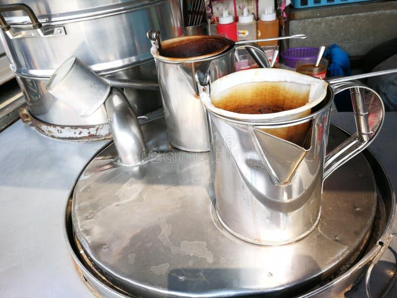 Werkzeug f?r gemachten Kaffee und Tee im Thailand-Kaffeeauto lizenzfreies stockfoto