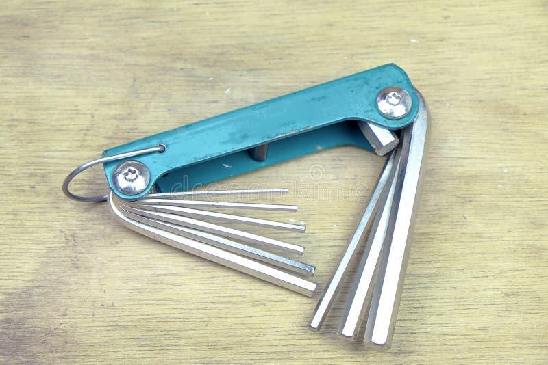 Werkzeug im hölzernen Hintergrund lizenzfreies stockbild