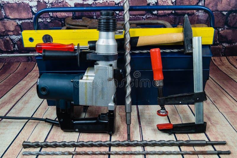 Werkzeuge auf einem Werkzeugkasten lizenzfreies stockfoto