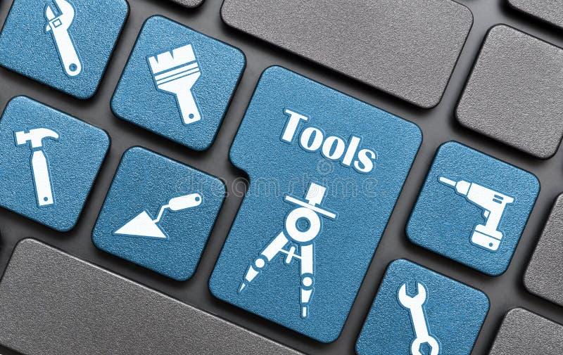 Werkzeuge befestigen auf Tastatur lizenzfreie abbildung