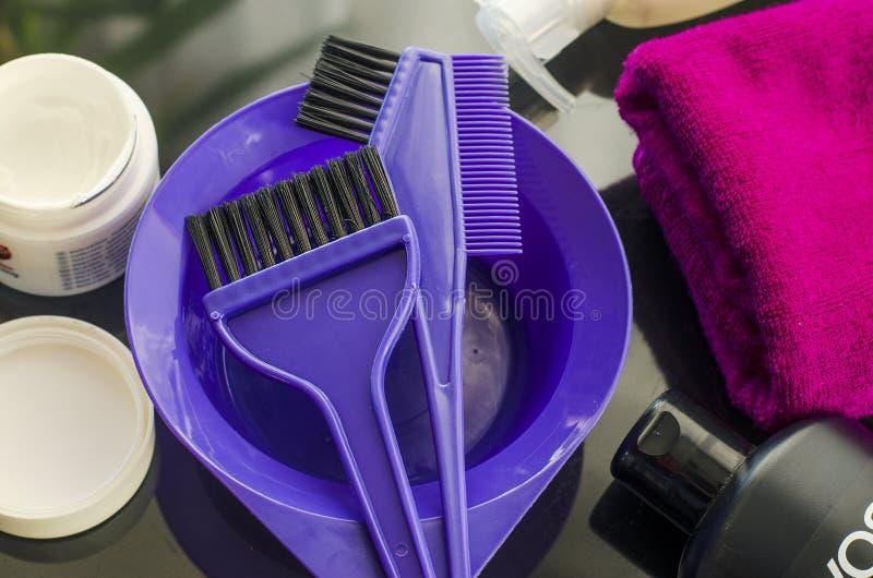Werkzeuge für das Malen des Haares lizenzfreies stockfoto