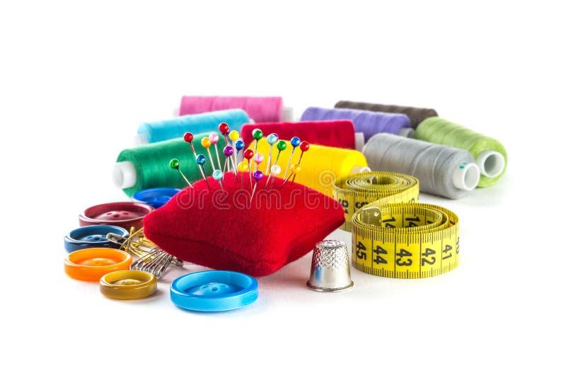 Werkzeuge für das Nähen: Knopf, Muffe, Stifte lizenzfreies stockfoto
