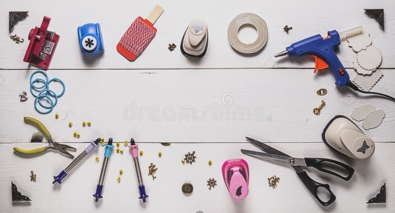 Werkzeuge für das Scrapbooking lizenzfreie stockfotos