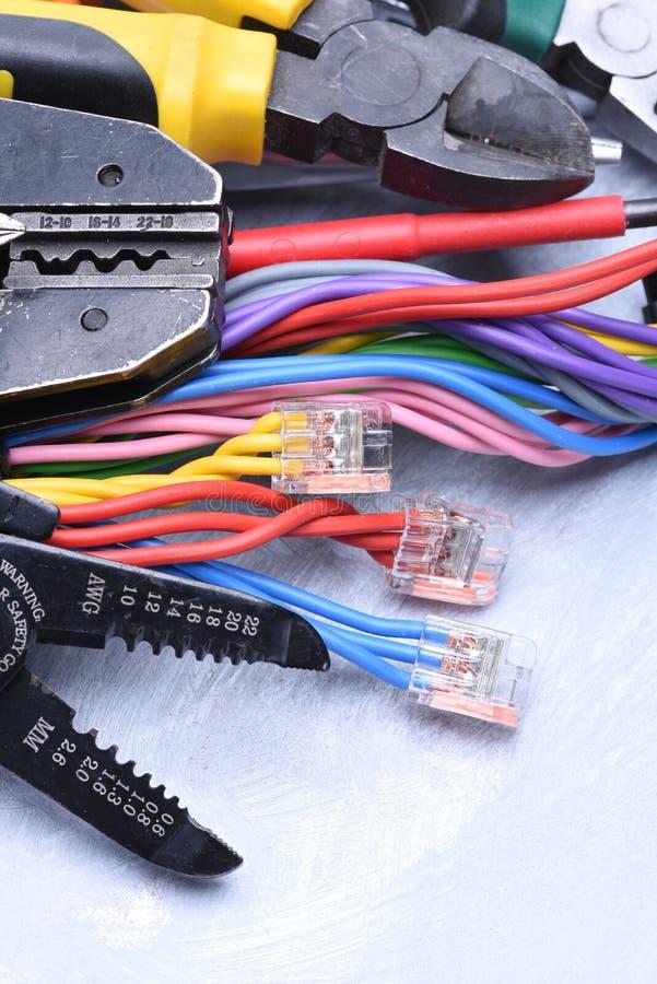 Werkzeuge Für Elektriker Und Elektrische Kabel Stockfoto - Bild von ...