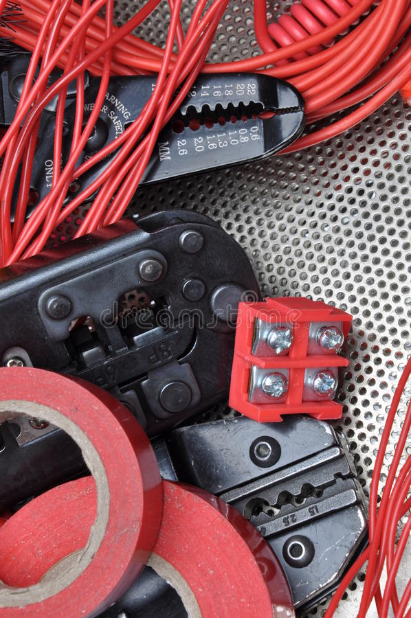 Werkzeuge für Elektrikerbördelmaschinen und -Zubehör stockfoto