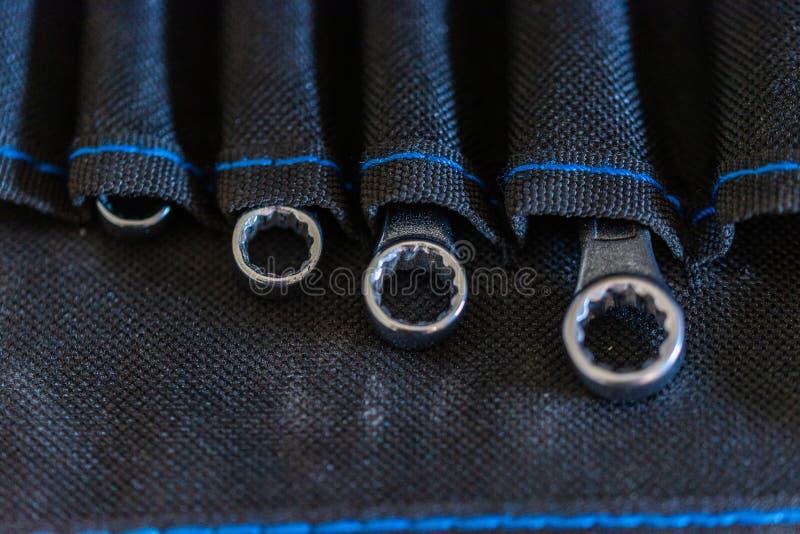Werkzeuge wie Schraubenzieher in der Industrie stockbild