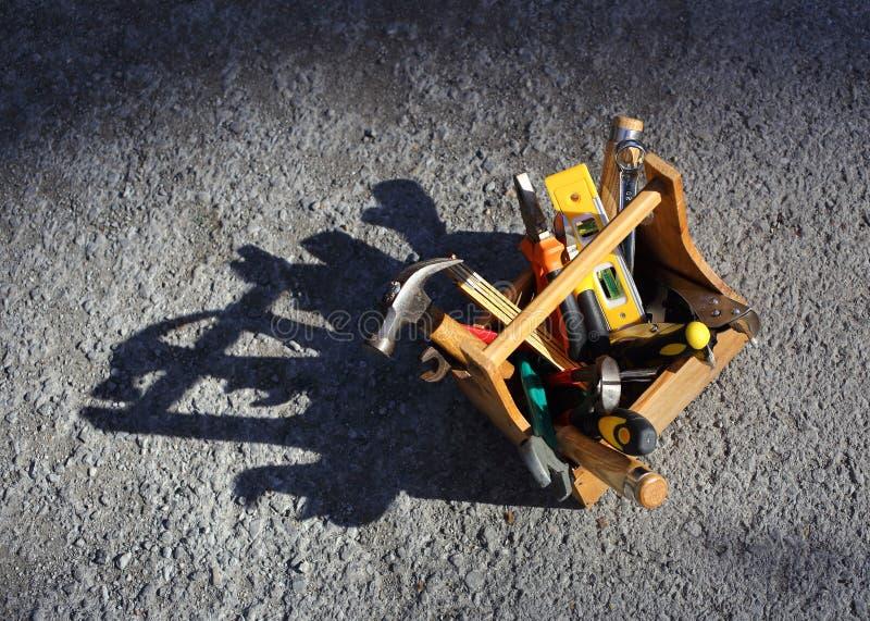 Werkzeugkasten und Werkzeuge lizenzfreie stockfotografie