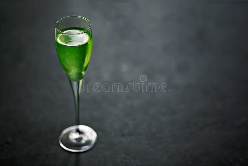 Wermut in einem Glas lizenzfreies stockfoto