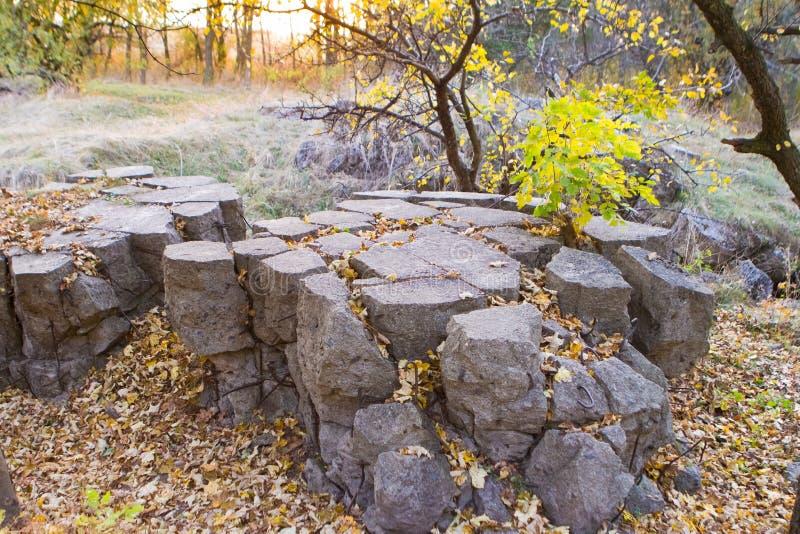 Werwolf, rovine del ` s di Adolf Hitler fa saltare le sedi concrete resistenti del bunker, montaggi d'acciaio nel pezzo distrutto immagini stock