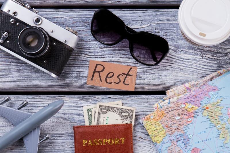 Wesentliche Rest- und Reiseeinzelteile der Draufsicht stockfotografie