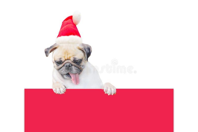 Wesoło boże narodzenia i Szczęśliwa nowy rok 2017 pocztówka z mopsa psem w Święty Mikołaj kapeluszu stojaku nad sztandar deska z  fotografia stock