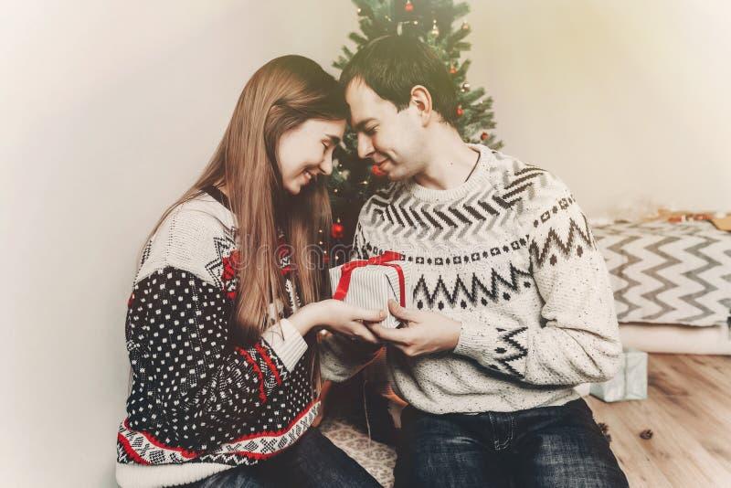 Wesoło boże narodzenia i szczęśliwy nowego roku pojęcie elegancki modnisia wyczyn fotografia stock