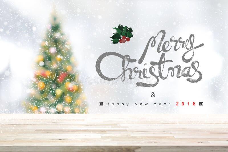 Wesoło boże narodzenia i szczęśliwy nowego roku 2018 tło z drewnianą zakładką zdjęcia royalty free